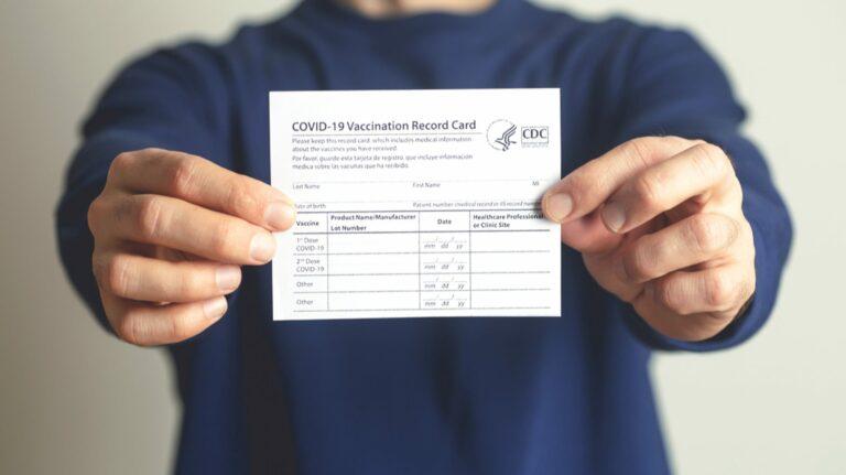 Samsung Pay позволит вам хранить карту вакцины против COVID-19