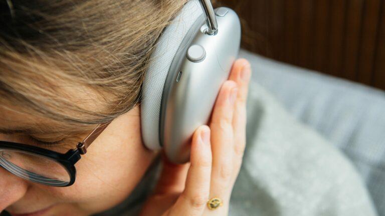 Что такое Apple Spatial Audio и как слежение за головой помогает его улучшить?