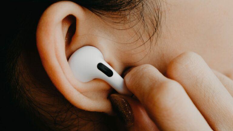 AirPods Pro от Apple теперь может работать как слуховой аппарат